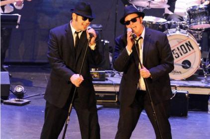 Le groupe Al's Blues Band présente un hommage aux Blues Brothers. ©Caroline Laberge
